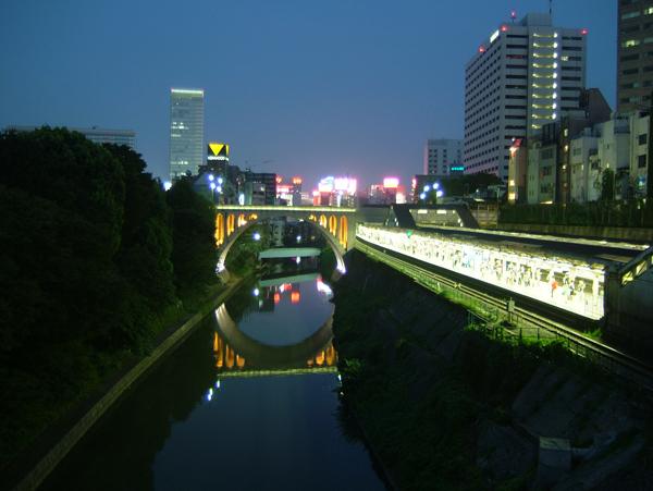 写真:御茶ノ水駅にて